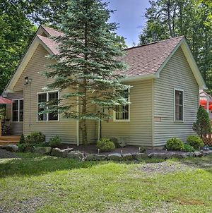 Pocono Lake Home With Private Yard And Grill! photos Exterior