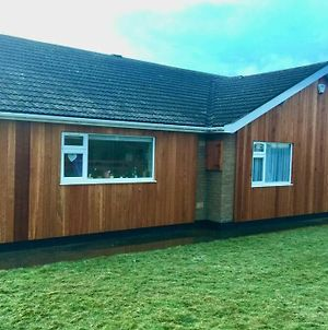 Shore Lodge. 4 Bed Bungalow Only Mtrs From The Beach. Sleeps 8 photos Exterior