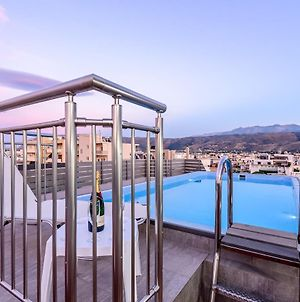 Luxury Villa In City Center With Rooftop Swimming Pool photos Exterior