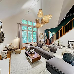 Secluded Estate - Private Koi Pond & Home Office Home photos Exterior