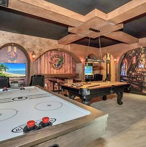9 Bed Storey Lake Themed Game Room Home photos Exterior