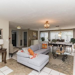 Spacious 5 Bedroom Home In New Port Richey! Pet Friendly! Home photos Exterior
