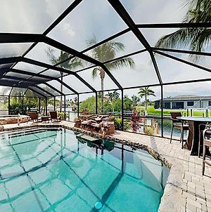 Manatee Oasis - Canal-Front Dock - Pool & Hot Tub Home photos Exterior