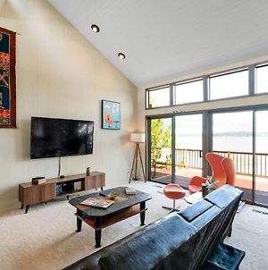 Pacific Nw Mid-Century Modern Waterfront Gem Located On Raft Island Home photos Exterior