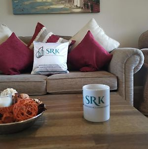 3 Bedrooms, Sleeps 7 People By Srk Serviced Accommodation - Peterborough photos Exterior