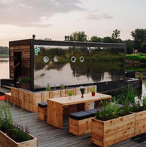 Lovely Floating House In A Romantic Little Town photos Exterior