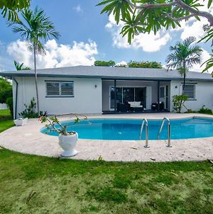 Luxurious Two-Bedroom Bahamian Home photos Exterior