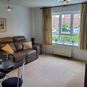Stylish Newly Refurbished 2 Bed 2 Bathroom Apartment For Upto 6 photos Exterior