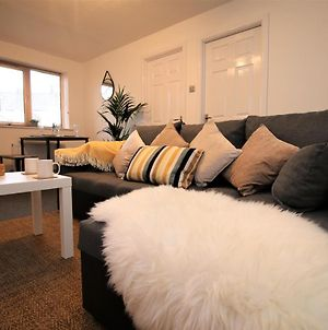 Cardiff Two Bed Apartment - Free Parking, Self-Check-In & Fast Wifi photos Exterior
