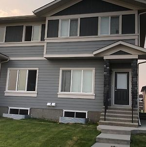 Close to the airport(YYC), Crossiron mall brand new home away from home unit. photos Exterior