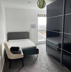 Lovely Private Room In Very Modern Apartment photos Exterior
