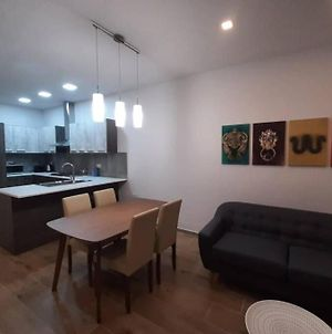 New Modern 2 Bedroom Apt With Panoramic Country Views photos Exterior
