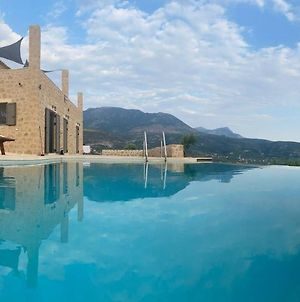 Villa With Private Pool And Breathtaking View photos Exterior