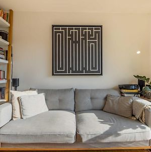 Pass The Keys Artistic Haggerston Flat With Work Space, Sleeps 4 photos Exterior