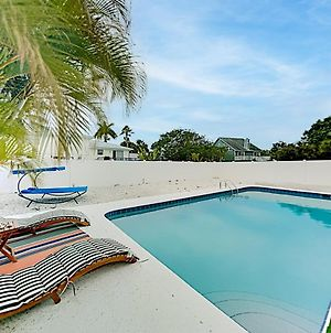 Bayside Retreat - Fenced Yard With Saltwater Pool Home photos Exterior