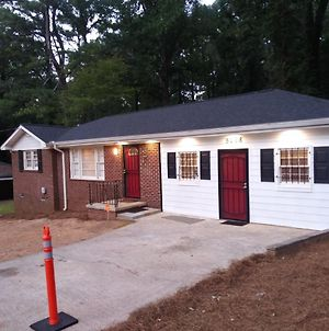Spacious 3 Bedroom Home With Full Kitchen - Minutes From Atl Airport! Home photos Exterior