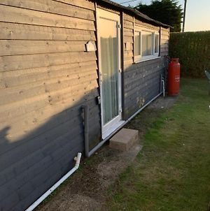 Cosy And Comfortable 2Bed Chalet In Leysdown Kent photos Exterior