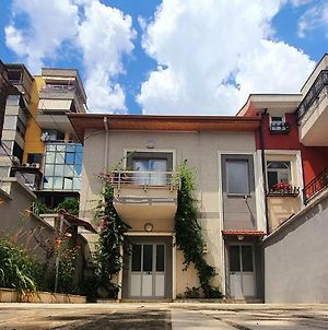 A Cheerful 2-Bedroom Villa With Free Parking Space photos Exterior