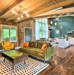 Whimsical Cottage In Washington With Fire Pit! photos Exterior