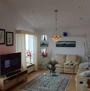 Cozy 2 Bedroom Apartment With View Over Reykjavik photos Exterior