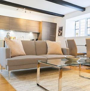 Stylish, Luxury City Centre Apartment With Large Double Bedrooms, Private Entrance, Reserved Parking & Courtyard Garden. Excellent Location And Reviews photos Exterior