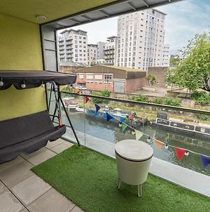 Stylish 3-Bed Flat With Waterside Balcony In Shoreditch, East London photos Exterior