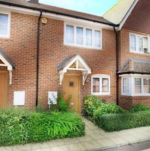 Wokingham - 2 Bed House With Parking And Garden photos Exterior