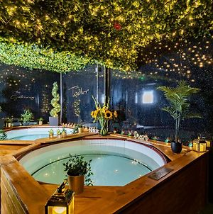 The Tudor Gathering - Events Groups - Up To 30 - Hot Tub photos Exterior