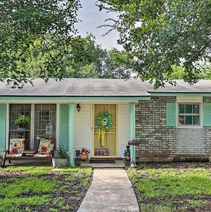 Vintage Hideaway Less Than 6 Miles To Lackland Afb! photos Exterior