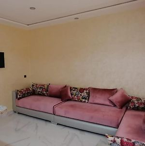 Magnificent, Refurbished Apartment In The City Center photos Exterior