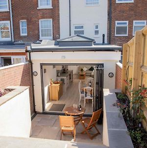 Pass The Keys Townhouse Cowes, Newly Refurbished Garden House photos Exterior