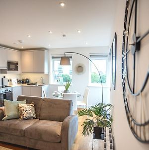 Modern & Stylish 1 & 2 Bedroom Apartments Slough By Opulent photos Exterior