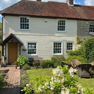 Amazing Cottage Right In The Heart Of Ewhurst Green, Overlooking Bodiam Castle photos Exterior
