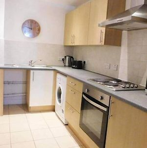 Immaculate Apartment In Manchester With Parking photos Exterior