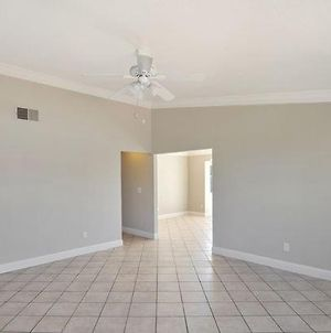 Gorgeously Maintained 3Beds With New Interiors photos Exterior