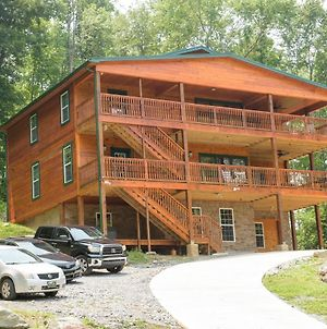 Brand New Cabin-Nature'S Haven Lodge 7 Bedrooms, 9 Baths, Pool Available, Amazing Mountain View, 3 Minutes From Downtown, Sleeps 26 photos Exterior