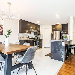 Modern Home, Two Kitchens, King Bed, Large Deck, Netflix, Wifi! photos Exterior