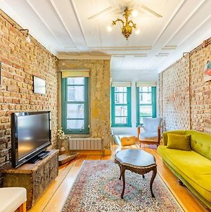 Historic House Surrounded By Popular Landmarks Of Golden Horn In Balat photos Exterior