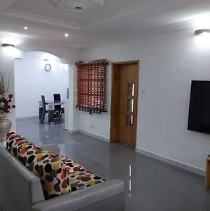 Lovely 3 Bedroom Flat With Ample Outdoor Space For Parking And Other Activities photos Exterior