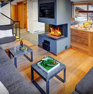 Beautiful Ski Chalet Sleeps 11 With Stunning Views Cosy Open Fire & Outdoor Hot Tub Close To Pistes & Village photos Exterior