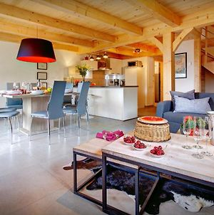 Charming Renovated Chalet For 8 With Cosy Seating & Log Burner Offering Stunning Views Close To Slopes photos Exterior