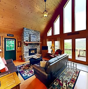 Mountain-View Scenic Wolf Home - Game Room & Bar Home photos Exterior
