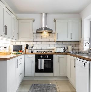 Lovely 3 Bed House In Ashford Central Location photos Exterior