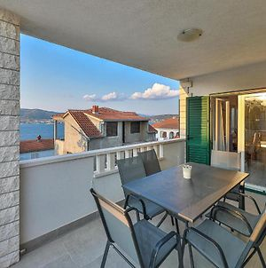 Stunning Apartment In Okrug Donji With Outdoor Swimming Pool, Wifi And 4 Bedrooms photos Exterior