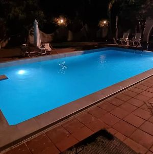 Sea Side Studios With Swimming Pool & Parking photos Exterior