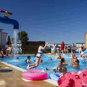 Alberta Holiday Park, Whitstable, 2 Bed Park Home photos Exterior