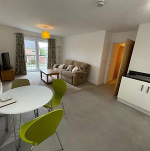Newly Refurbished Serviced Apartment - Two Bathrooms, 2Mins Walk To Warrington West Train Station, Free Onsite Parking Spaces, Ev Points Nearby photos Exterior