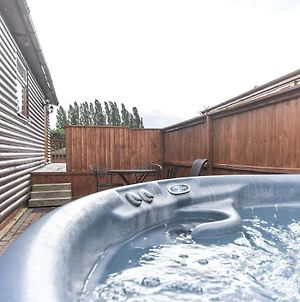 Lodge 3 - Weston Hill Park With Hot Tub photos Exterior