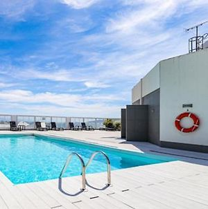Central One Bed Apartment, Sleeps 4 With Roof Top Pool. photos Exterior