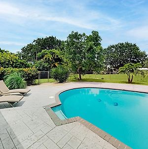 Remodeled Retreat - Patio & Pool - On Golf Course Home photos Exterior